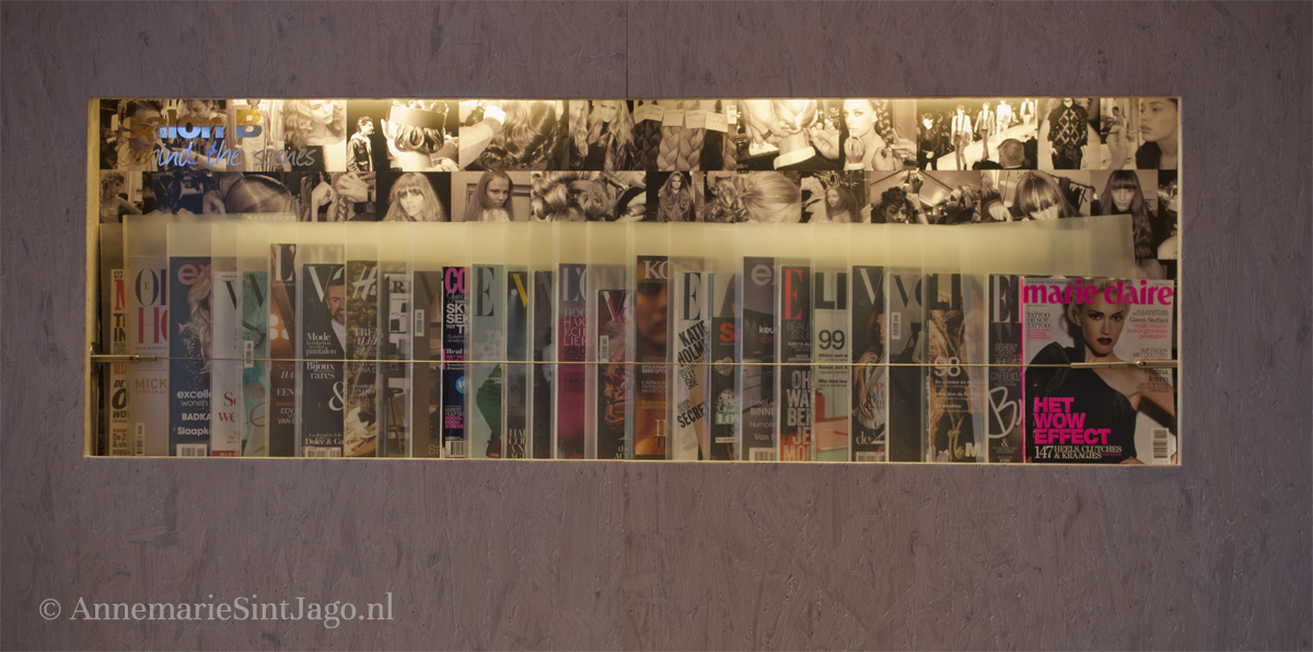 Tijdschriftenwand in Salon B in Hilversum
